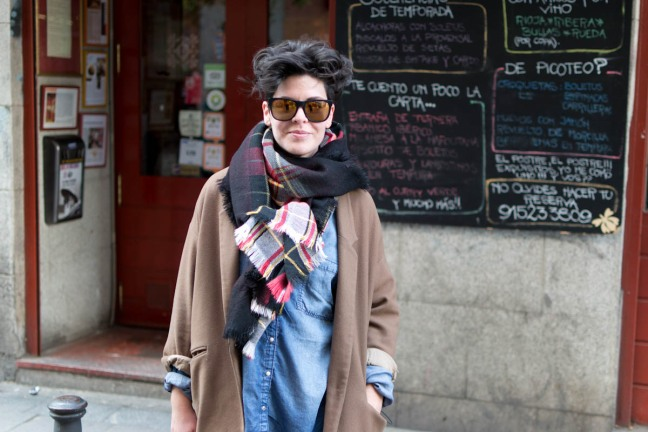 Girl Loewe Bag Madrid Streetstyle
